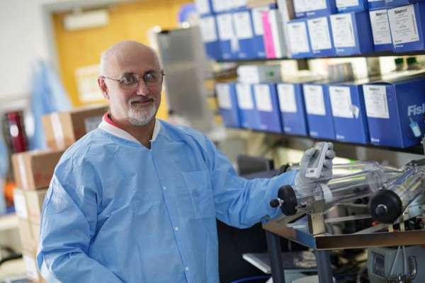 John Lednicky In Lab Setting